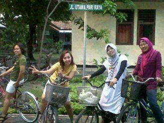 Sepedaan keliling Pulau Pari