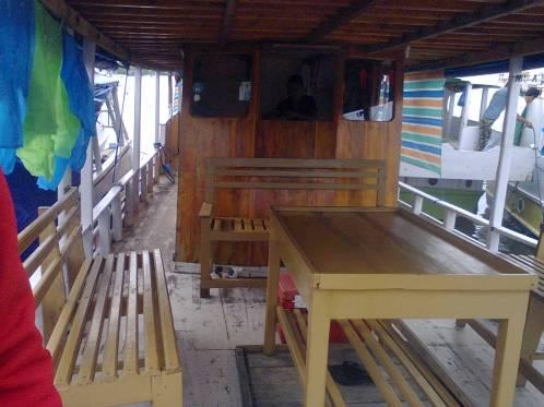 salah satu kapal kayu